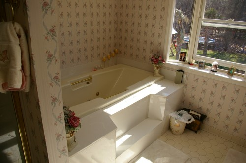 Before picture of bathroom renovation
