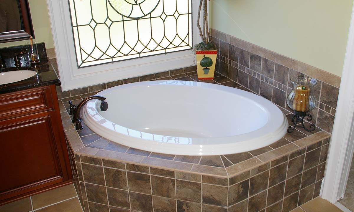 Bathroom remodeling with luxury – new corner tub