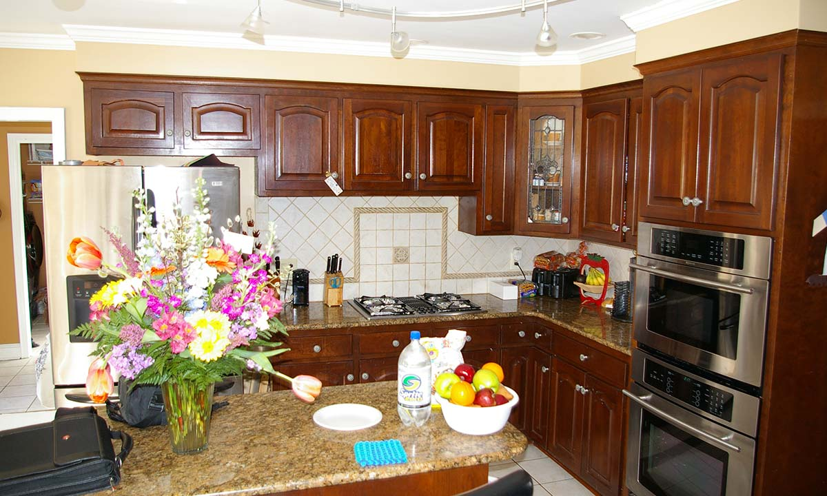 More photos of the kitchen before remodeling began