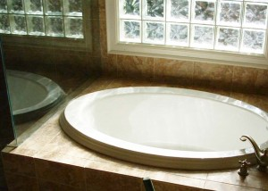 New bath tub after bathroom repairs