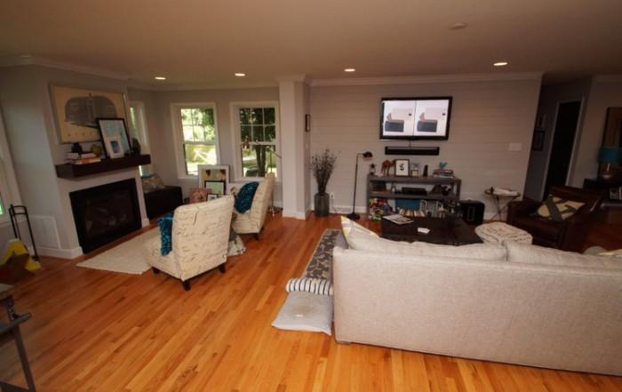 an open floor plan living room