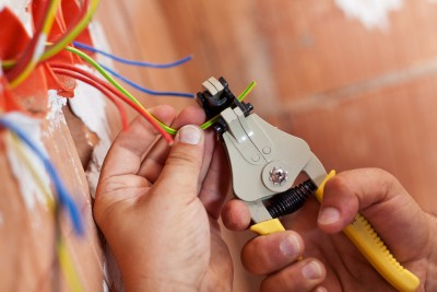 electrical safety - wire cutting