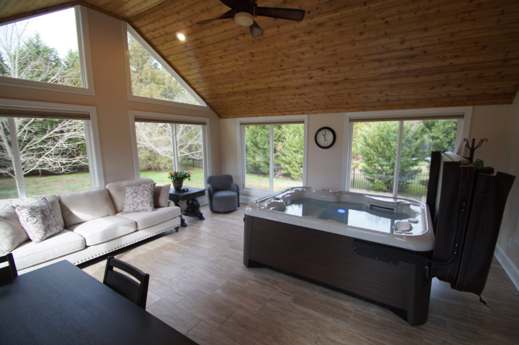 hot tub with furnished sunroom
